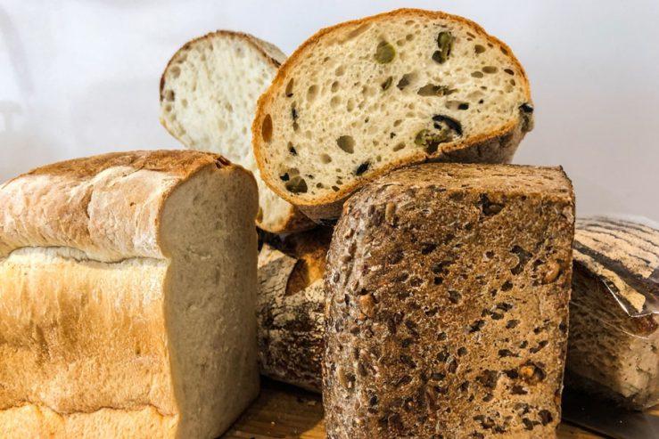 Brood voeren aan Koi